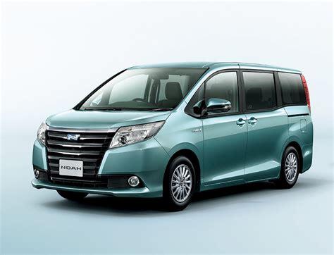 Toyota Naoh 2014 Toyota Noah And Voxy 1 8l Hybrid 23 8 Km L Image