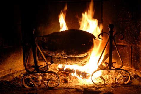 camino con fuoco come accendere camino e stufa senza accendifuoco san