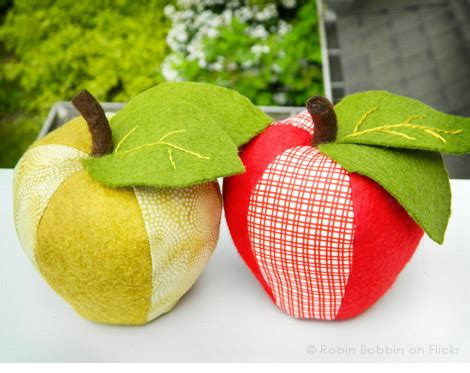 pattern for fabric apple apple pincushion heather bailey has a book fresh picked