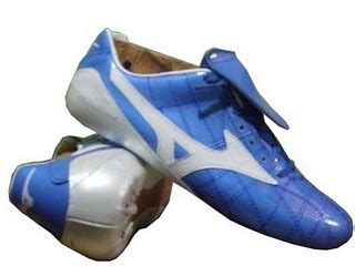 Sepatu New Balance Biru Putih sepatu bola piala dunia 2010 buatan indonesia akbarobby