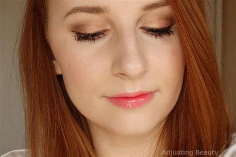 Eyeliner Silky soft coral makeup adjusting