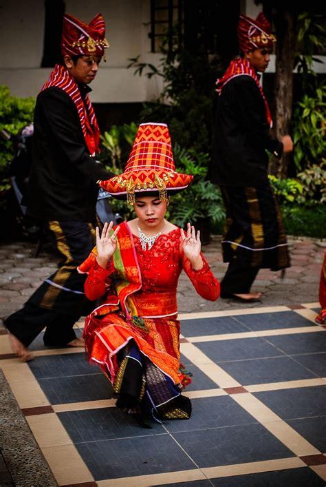 Folklor Batak Toba traditional dances from batak karo sumatra