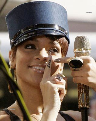 shhh tattoo on finger meaning rihanna s finger quot shhh quot tattoo