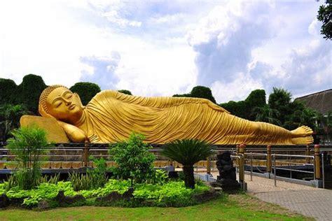 Tempat Tidur Caisar Di Medan the sleeping budha well known as budha tidur from