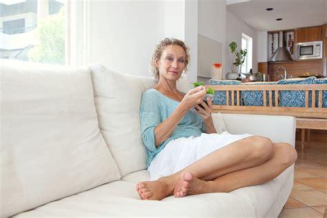 nackt auf dem sofa modetipps f 252 r frauen ab 40