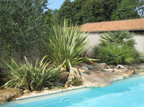 Une Tendance Qui Perdure Le Jardin M 233 Diterran 233 En Idee Deco Jardin Palissade