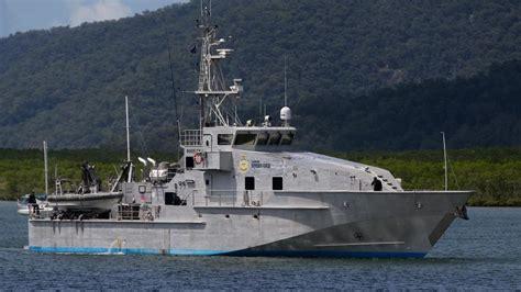 australian border force boats australian border force patrol boat crashes into great