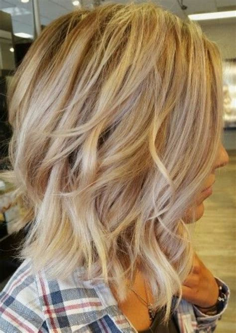 top  eye catching short blonde hairstyles   women