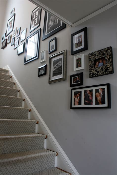 stairway wall decorating ideas   decorate long wide