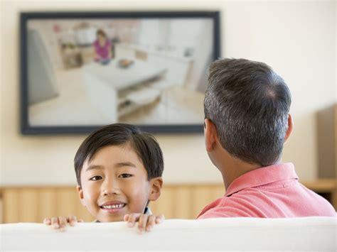 wann sprechen kinder ab wann d 252 rfen kinder einen eigenen fernseher haben
