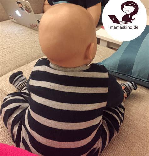 wann setzt sich baby alleine hin baby sitzt mit 6 monaten alleine ist das fr 252 h