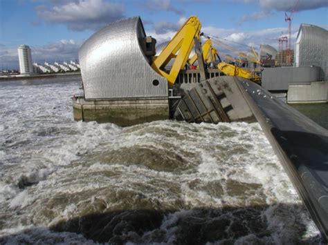 thames barrier to hton court walk storm eleanor and high tides combine to prompt thames