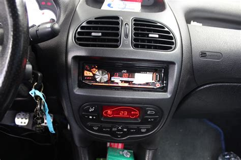 how to remove radio from a 2000 daewoo nubira service manual removing auto radio 1999 daewoo nubira removing auto radio 1999 daewoo nubira