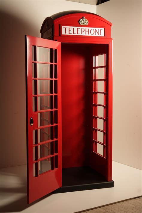 cabina telefonica inglese arredamento cabina telefonica in legno idea arredo