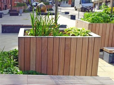 fioriere in legno per esterno fioriera in legno comprarla o crearla in casa vasi e