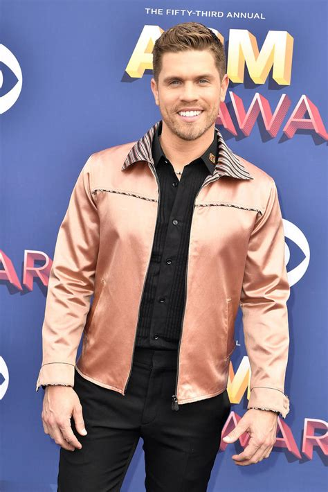 russell dickerson coyote joes gallery country stars of the 2018 acm awards red carpet