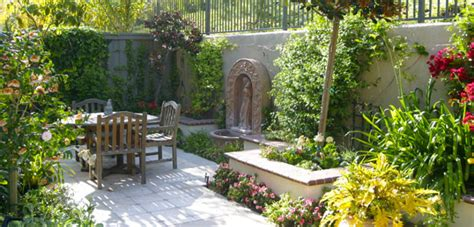Courtyard House Designs by Mediterranean Garden Design