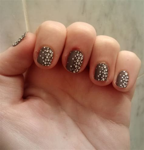 Nail Appliques by In The City Review Essie S Sleek Sticks Nail