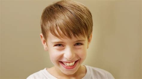 cutting flip bangs for boys young justin bieber side swept haircut how to cut boys