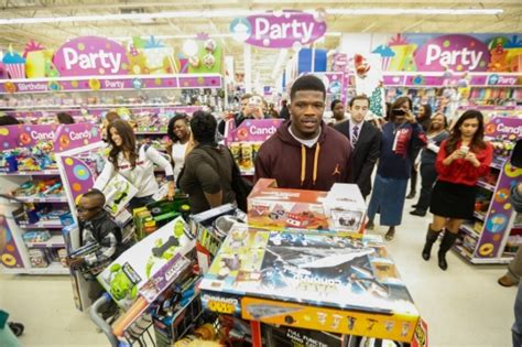 Free Toys Giveaway For Christmas - texans wr andre johnson takes children on toys r us shopping spree