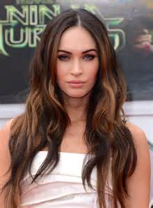 megan s new hair style megan fox debuts new darker shorter haircut glamour