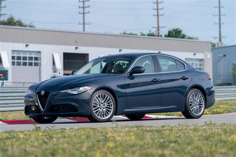 2019 Alfa Romeo Giulia by Alfa Romeo Giulia 2019 Ottiene I Nuovi Allestimenti Nero