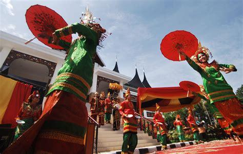 Payung Tari Brukat Hias Tradisional ini dia quot tari payung quot khas jepang akiba nation