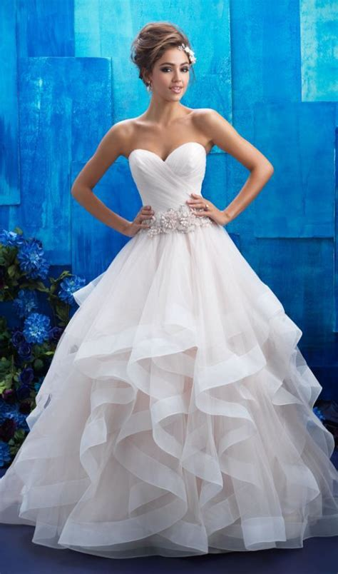 Pretty Gowns For Weddings by Best 25 Beautiful Dresses Ideas On Pretty
