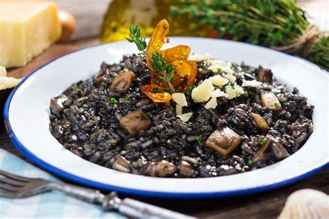 cucinare il riso nero risotto al nero di seppia