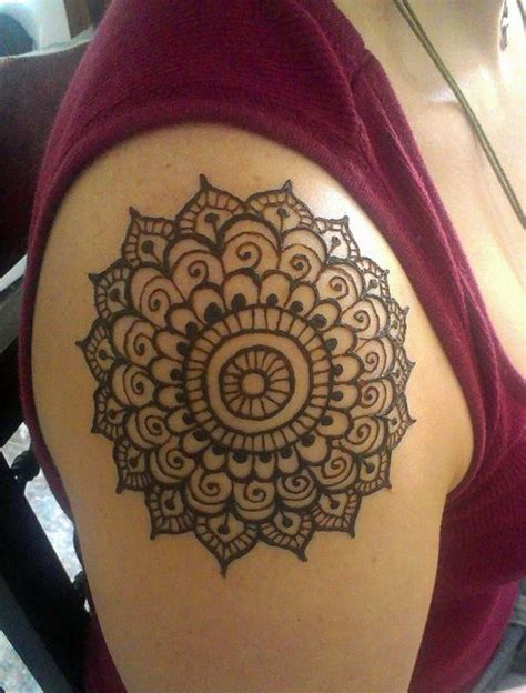 simple shoulder henna tattoo 20 best shoulder mehndi designs for those who to