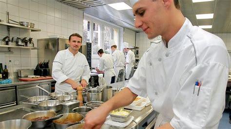 chef de cuisine en suisse ces chefs quot toqu 233 s quot de cuisine ou quand excellence rime