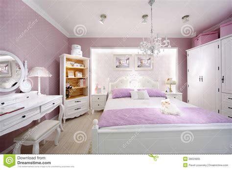 chambre 224 coucher 233 l 233 gante pour le femme image stock
