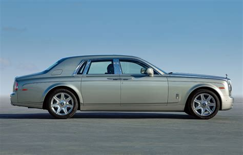 roll royce 2020 rolls royce phantom to soldier on through 2020 autoblog