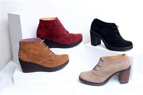 Sepatu Boots Lantas 9 atribut yang wajib dibawa wanita saat traveling