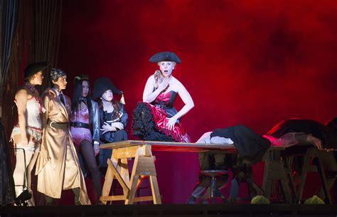 die dreigroschenoper the threepenny opera in vienna rebecca schmid
