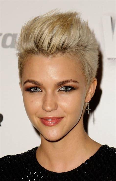 short cut for women textured short hairstyles for women globezhair