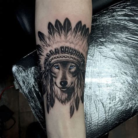 wolf headdress tattoo 25 best ideas about headdress on