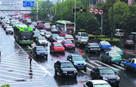 what is considered running a light running a yellow light in wuhan is considered a traffic