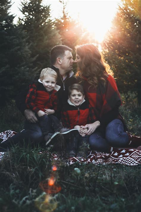 merry christmas tree farm family pictures