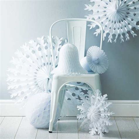Paper Decorations To Make - paper snowflakes and garlands charming handmade