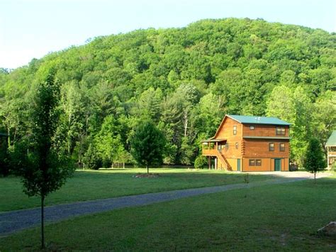 Hiwassee River Cabins by Hayesville Nc Log Cabin Beside The Hiwassee River In