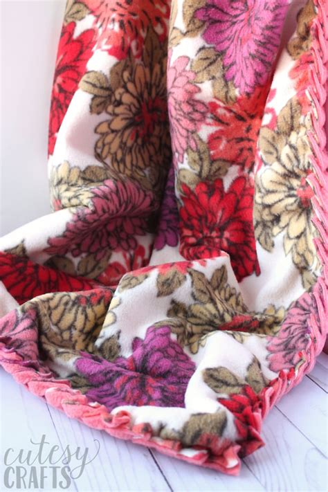 Fleece Blankets No Sew by How To Make No Sew Fleece Blankets With A Braided Edge