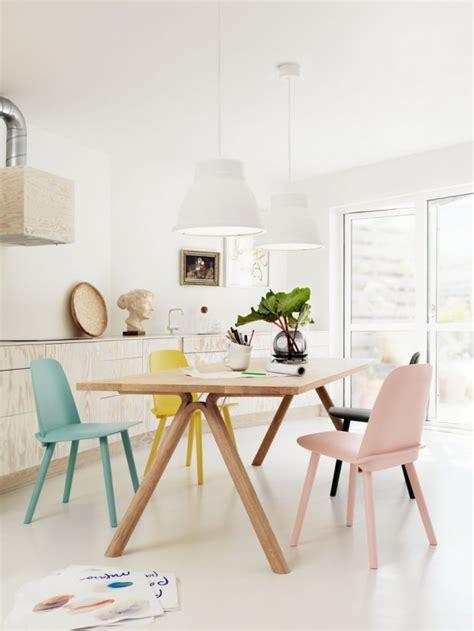 Exceptionnel Table De Cuisine Formica #4: table-avec-chaises-muuto-de-couleurs-differentes-620.jpg