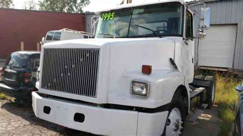 volvo  daycab semi trucks