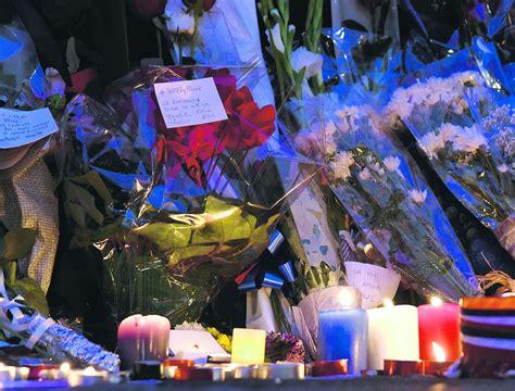 consolato francia torino quot no alla violenza quot fiori biglietti e fiaccole per le
