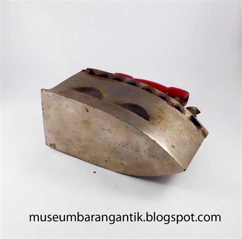 Setrika Arang Ayam Jago setrika arang ayam jago museum barang antik