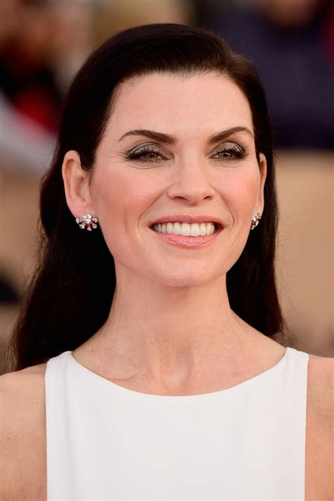 julianna margulies new hair cut julianna margulies long side part long hairstyles