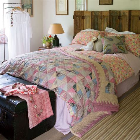Bedroom Decorating Ideas Quilt Country Bedroom Pictures House To Home