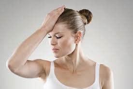 debolezza e giramenti di testa giramenti di testa ecco le possibili cause disturbo