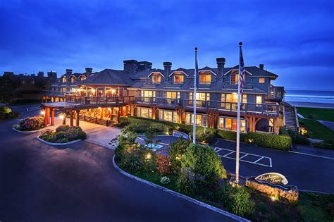 stephanie inn cannon beach hotel with oceanfront view location public coast brewing co